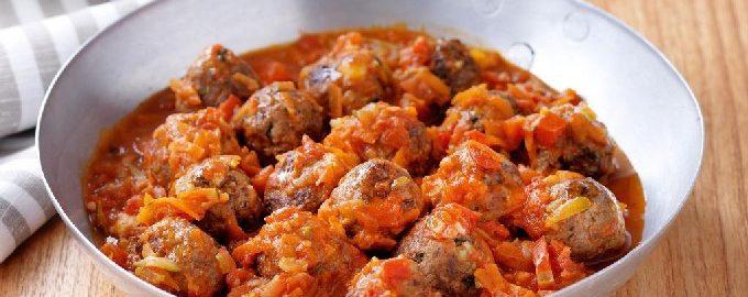 Тефтели на сковороде с подливкой – 6 вкусных рецептов с фото пошагово