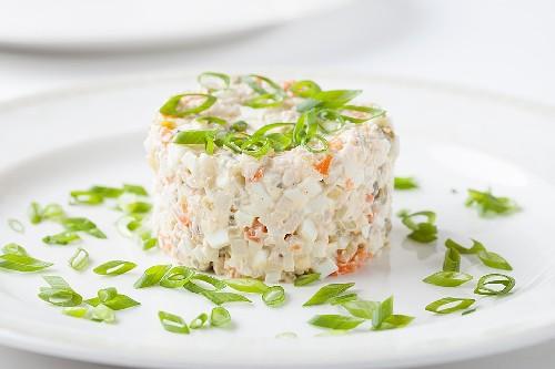 Очень вкусный рецепт салата оливье с курицей