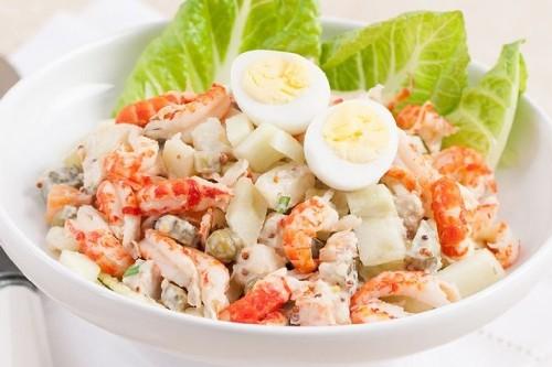 Очень вкусный рецепт салата с раковыми шейками