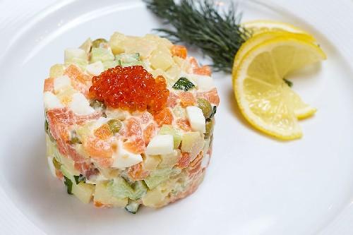 Салат оливье с красной рыбой