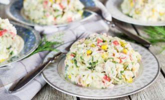 Крабовый салат - 10 очень вкусных и простых рецептов