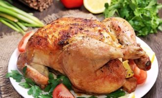 Курица целиком запеченная в духовке с хрустящей корочкой