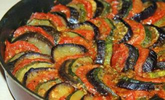 2 рецепта идеального рататуя в духовке и на плите - Лайфхакер