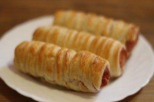 Сосиски в слоеном тесте в духовке - 10 рецептов приготовления с пошаговыми фото