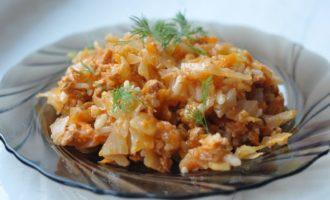 Ленивые голубцы на сковороде с капустой, фаршем и рисом
