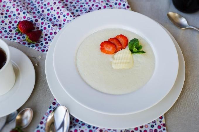 Молочная манная каша с абрикосами - рецепт пошаговый с фото