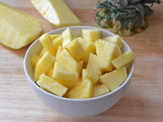 Салат с копченой курицей и ананасами | Топ вкусных пошаговых рецептов с фото