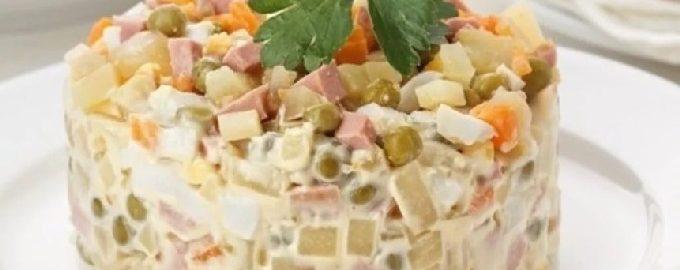 Салат оливье с колбасой и солеными огурцами