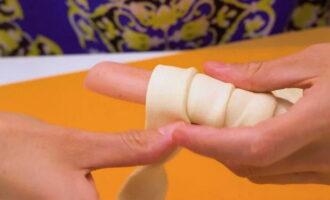 Сосиски в слоенном тесте с сыром и кунжутом, рецепт с фото и видео — Вкусо.ру