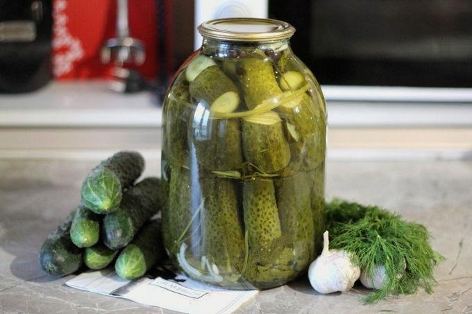 Классический Оливье с колбасой – 8-шаговый рецепт с фото