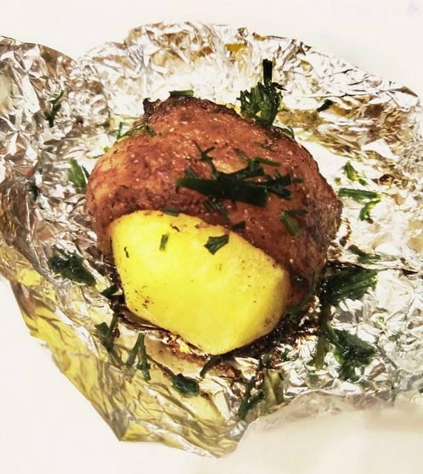 Картошка, запеченная в фольге в духовке - 8 пошаговых рецептов приготовления с фото