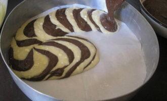 7 рецептов красивого пирога «Зебра» на сметане, кефире, молоке и не только