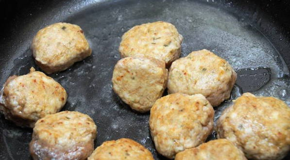 Фрикадельки с подливкой - 10 рецептов на сковороде с пошаговыми фото