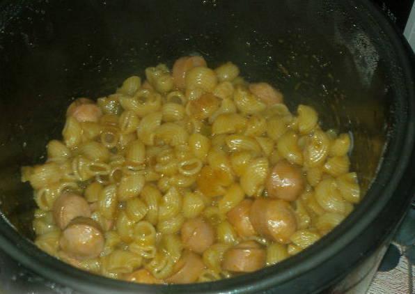 Макароны с сосисками - 6 рецептов в духовке, на сковороде с фото пошагово